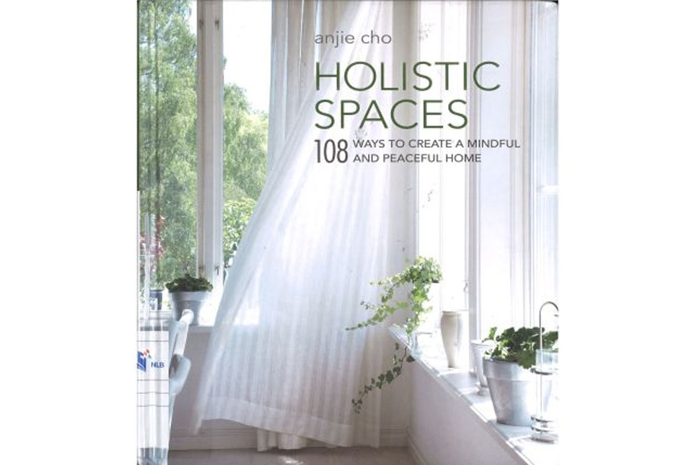 Holistic Spaces: 108 Ways to Create a Mindful and Peaceful Home