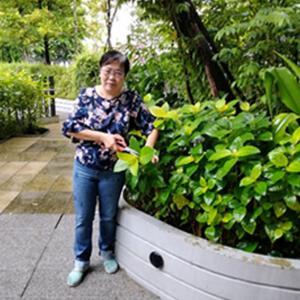 Mdm Doris Yuen, 61